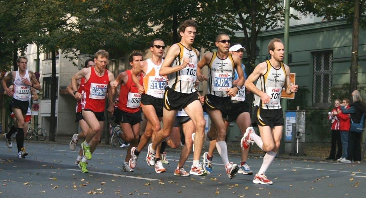 correr-maraton_podologo-pieamarillo-1200x649.jpg